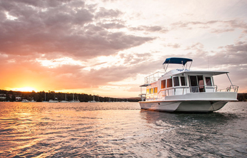Houseboat Hire for an Unforgettable Escape: Lake Macquarie Houseboats
